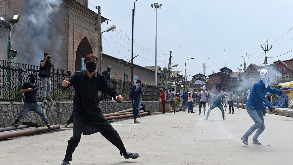 Representational image of Stone Pelting in Kashmir