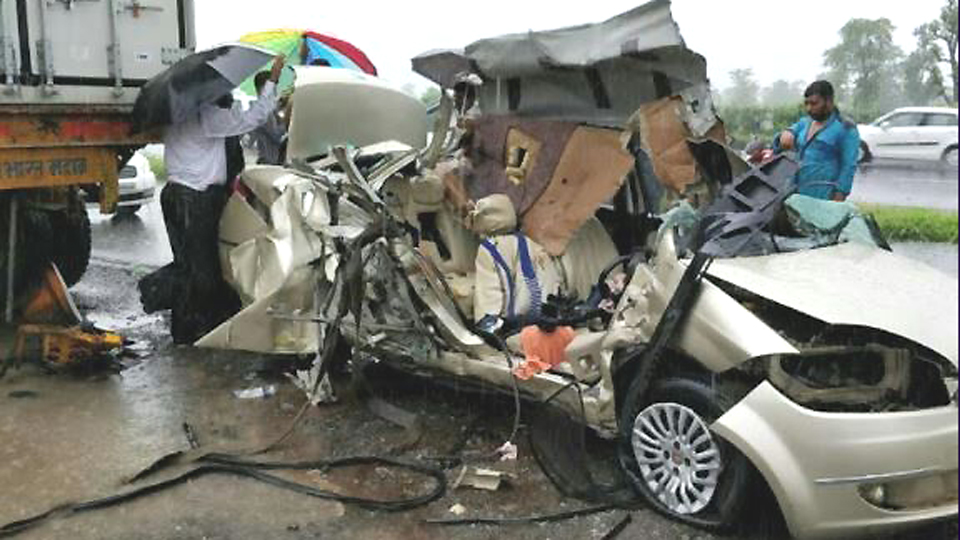 road accident mahakali ctors died esakal news