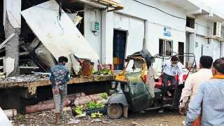अंतुर्ली (ता. मुक्ताईनगर) -केळी शीतगृहातील स्फोटामुळे झालेले नुकसान.