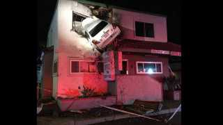 marathi news america car accident and car jumped into the second floor of a building