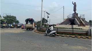 लातूर - येथील राजीव गांधी चौकातून तुळजापूर - नागपूर राष्ट्रीय महामार्ग क्रमांक ३६१ जाणार आहे.