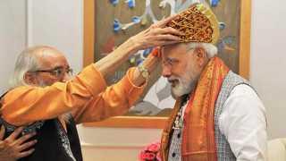 PM Narendra Modi meets Shivshahir Babasaheb Purandare