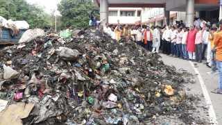 Shiv Sena's trash answer to CM's 'dismissal' remark