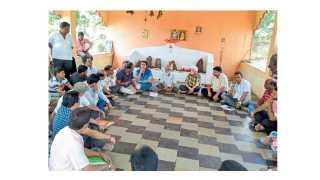 कणकवली : येथील गांगो मंदिरामध्ये शहरातील प्रकल्पग्रस्तांची  बैठक झाली.