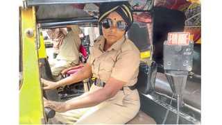 अनिता पारपल्ली, रिक्षाचालक