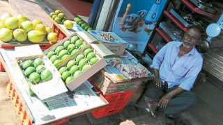 रत्नागिरी - विक्रीसाठी ठेवलेल्या हापूस आंब्याची पेटी.