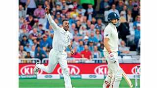 ट्रेंट ब्रिज - तिसऱ्या कसोटी सामन्यात पाच गडी बाद करणारा भारताचा गोलंदाज हार्दिक पंड्या.