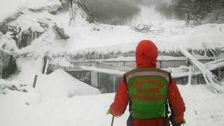 Rigopiano hotel avalanche: Italian rescuers find no sign of life
