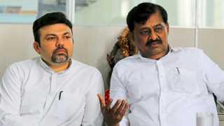 नागपूर - सहकारमंत्री सुभाष देशमुख, शेजारी आमदार डॉ. आशीष देशमुख.