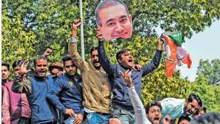 नवी दिल्ली - नीरव मोदीचा निषेध करताना काँग्रेस कार्यकर्ते.