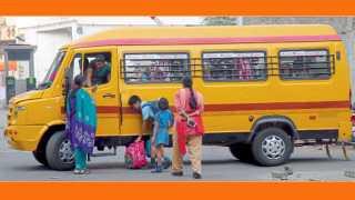 पिंपरी - स्कूल बसमध्ये असणारी महिला मदतनीस.