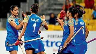 जाकार्ता - आशियाई क्रीडा स्पर्धेत रविवारी महिला हॉकीत इंडोनेशियाविरुद्ध विजय मिळविल्यावर आनंद व्यक्त करताना भारतीय खेळाडू.