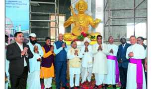 Statues of saints philosophers in Vishwaraj Bagh