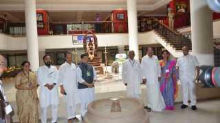 Venkaiah Naidu meets Sharad Pawars public gallery