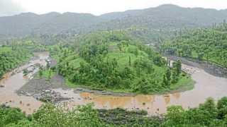 नाशिक - महाराष्ट्र-गुजरातच्या पाणीप्रश्नामुळे चर्चेत आलेली दमणगंगा नदी.