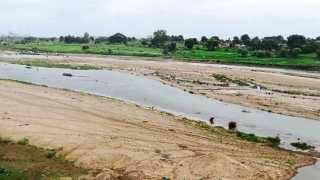 कन्हान - पाण्याअभावी वाळवंटासारखे दिसत असलेले कन्हान नदीचे पात्र.