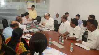 marathi news nasik meeting with girish mahajan for water problem