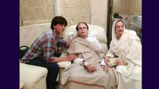 shahrukh khan at dilip kumar house esakal news