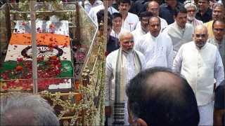 narendra modi walks atal bihari vajapeyi funeral procession