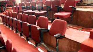 प्रा. रामकृष्ण मोरे प्रेक्षागृह, अंकुशराव लांडगे नाट्यगृहात सुविधांची वानवा