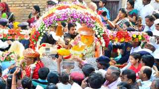 Palkhi of 'Shree Gajanan Maharaj' of Shegaon leaves for Pandharpur