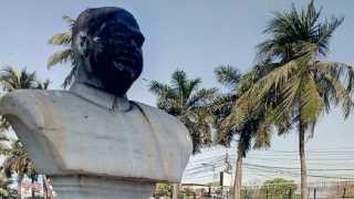National News Syama Prasad Mookerjee Statue trying to break