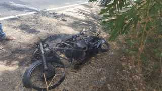A twowheeler burned on the mehunbare road