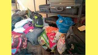 स्वारगेट - बसमध्ये विसरलेल्या प्रवाशांच्या वस्तूंनी पीएमपीच्या मुख्य कार्यालयातील एक खोली भरून गेली आहे.