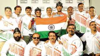 'रॅम' स्पर्धा जिंकलेले डॉ. हितेंद्र महाजन व डॉ. महेंद्र महाजन यांच्या संघात सहभागी क्रू सदस्य.