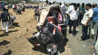 crash in the truck and auto rickshaw