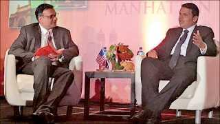 न्यूयॉर्क (अमेरिका) : भारतीय कॉन्सूलेट जनरल आणि फ्रेंड्स ऑफ महाराष्ट्र आयोजित 'मुंबई मिट्स मॅनहॅटन' या कार्यक्रमात महाराष्ट्राचे मुख्यमंत्री देवेंद्र फडणवीस यांची मुलाखत घेताना 'सकाळ'चे व्यवस्थापकीय संचालक अभिजित पवार.