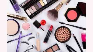 Selfie Fad And Cosmetics Trend