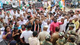 congress protest against garbage issue