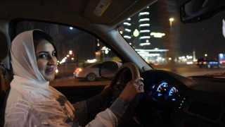 As Saudi Ends Ban Riyadh Erupts In Midnight Cheers For A Woman In A Car