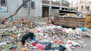 औरंगाबाद - जाफरगेट परिसरातील रविवार बाजार परिसरात तीन दिवसांपासून कचरा पडून आहे.