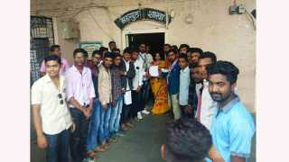 MNS gives Application to Tahsildar of Niphad for bad condition of roads