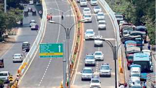 नवी मुंबई - उड्डाणपुलांच्या लोकार्पणासाठी येत असलेला मुख्यमंंत्र्यांचा ताफा.