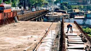दापोडी - पिंपरी-चिंचवड व पुणे महापालिका यांच्यातर्फे पवना-मुळा नदीवर नवीन पूल उभारण्यात येत आहे. मात्र बोपोडीजवळील झोपडपट्टी न हटविल्याने काम संथ गतीने सुरू आहे.