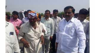 The minister helped the injured farmer