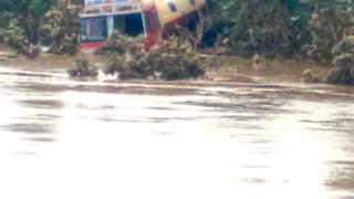 रावणवाडी ः सोनारी घाटाजवळ आढळलेला दुधाचा टॅंकर