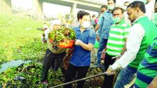 The start of cleanliness campaign of the Morna river in akola