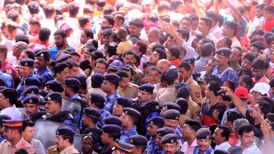 Mumbai News Marathi News Ganesh Immersion Procession Photo 4