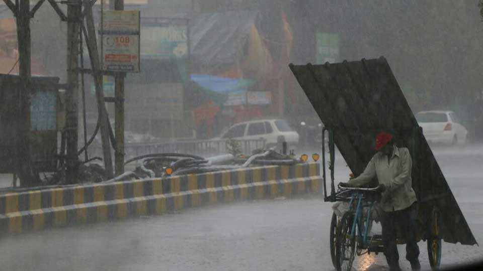Nagpur: Monsoon rains in Nagpur have been spreading water and water all through the rain for one and a half hours
