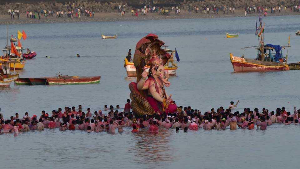 Mumbai News Marathi News Ganesh Immersion Procession Photo 1