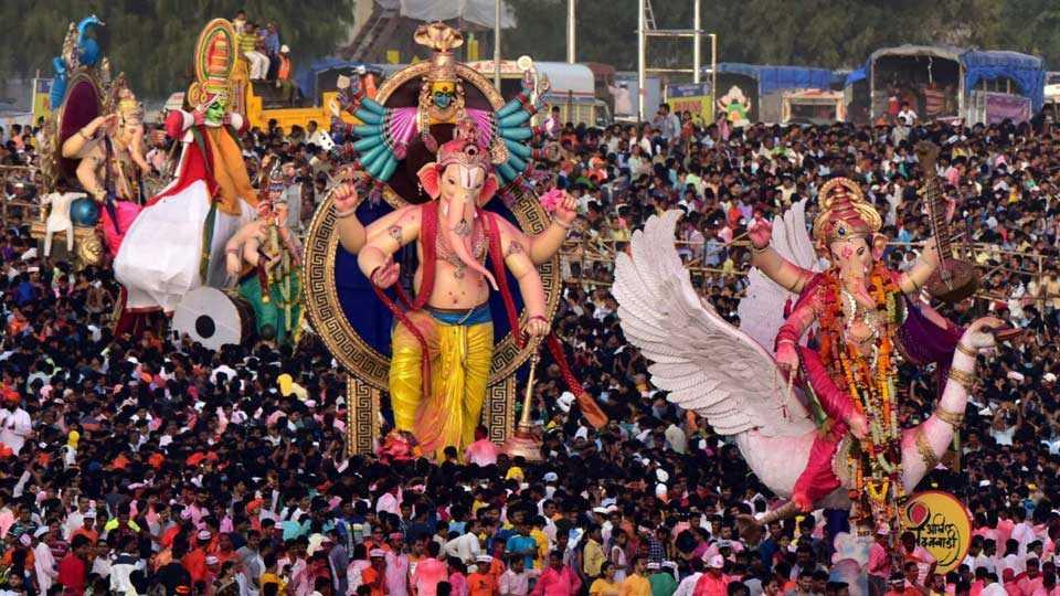 Mumbai News Marathi News Ganesh Immersion Procession Photo 2