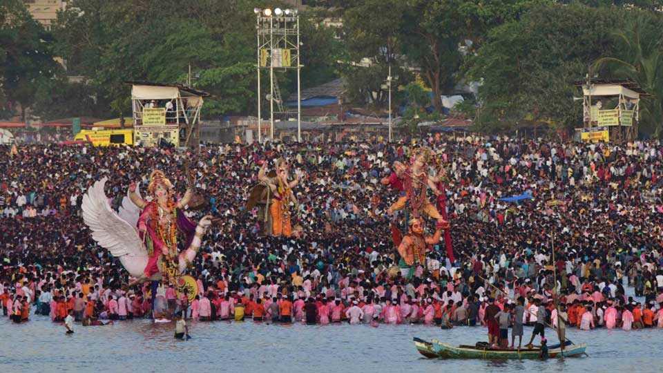Mumbai News Marathi News Ganesh Immersion Procession Photo 3