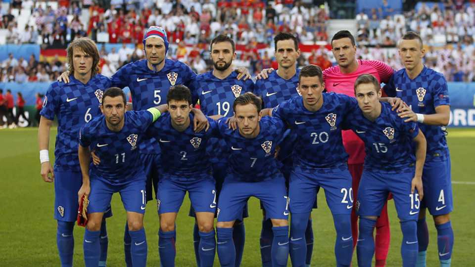 Serbia government angry on Croatia football team