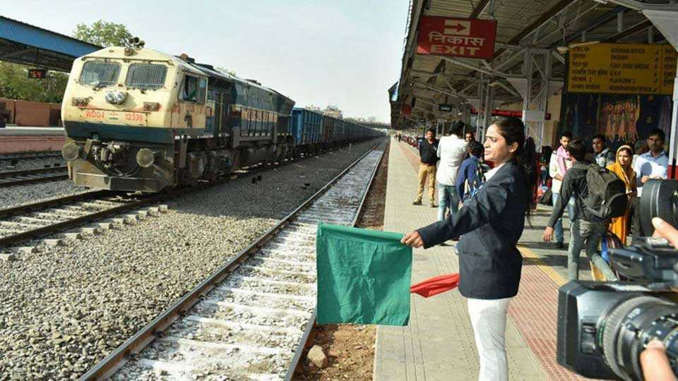 marathi news mumbai women day special railway women worker