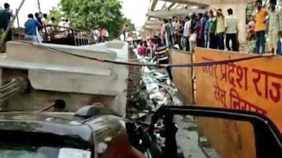 Due to Bridge collapses12 people die in Varanasi