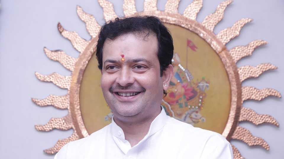 bhayyuji maharaj shoot himself dead